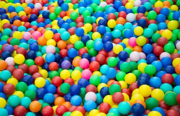 Espace intérieur : piscines à balles, toboggans… sécurisés en fonction des âges