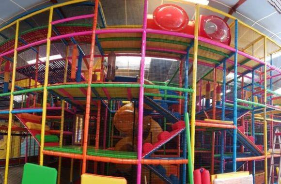 Aire de jeux enfants toboggans